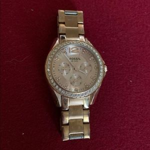 Fossil watch in rose gold.